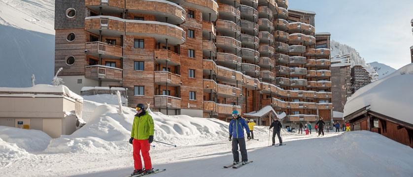 France_Avoriaz_Les-Crozats-apartments_Exterior-skiers.jpg